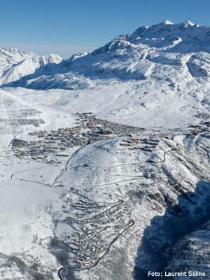 skigebied_alpe_d_huez_dorp_overzicht