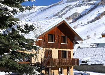 Chalet Alpina: groot chalet met sauna en open haard in Les Deux Alpes