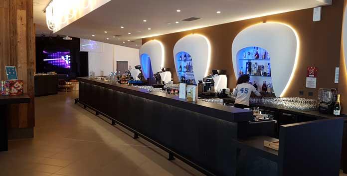 De bar van Club Med Samoëns Grand Massif © WintersportFrankrijkGids.nl