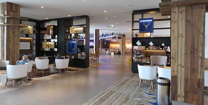 Lounges bij de receptie in Club Med Samoëns © WintersportFrankrijkGids.nl