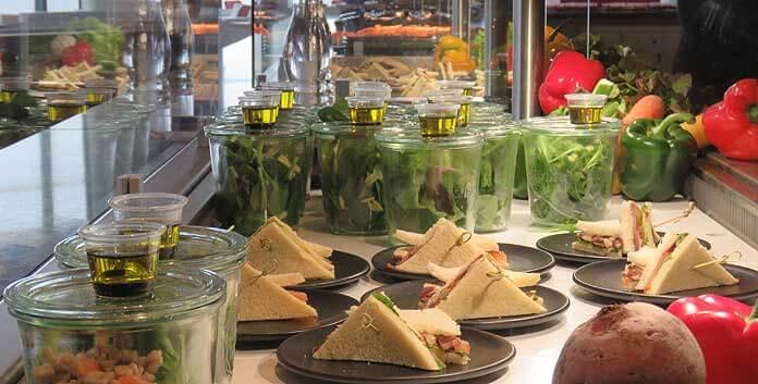 Gezonde sandwiches in het Skyline-restaurant © WintersportFrankrijkGids.nl