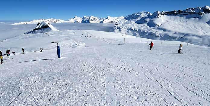 De bovenkant van de Serpentine-piste. Deze gaat over in de 14 kilometer lange Cascade-afdaling © WintersportFrankrijkGids.nl