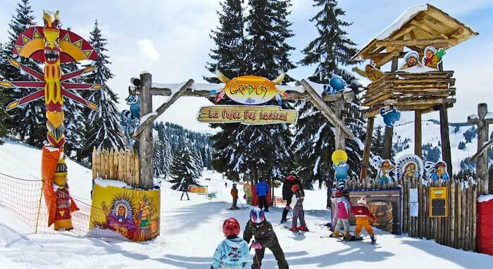 Skiën met kinderen in Les Gets in het Grand Cry indianenpark OT Les Gets/JM Baud.