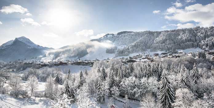Skiën in Morzine, een wintersportdorp met zowel nieuwbouw als traditionele gebouwen ©JB Bieuville/OT Morzine-Avoriaz