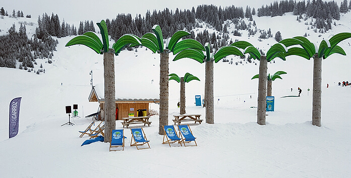 De Cool Zone, het 'palmenstrand' in skigebied Les Carroz d' Arâches in de Haute Savoie © WintersportFrankrijkGids.nl