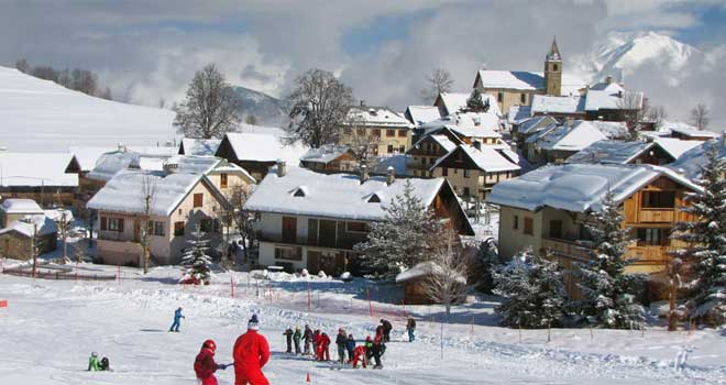 skiles in skigebied Albiez-Montrond
