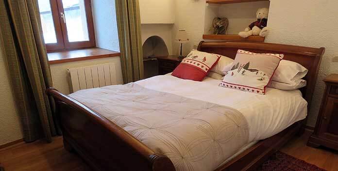 Een van de tweepersoons slaapkamers in Chalet Dibona © WintersportFrankrijkGids.nl